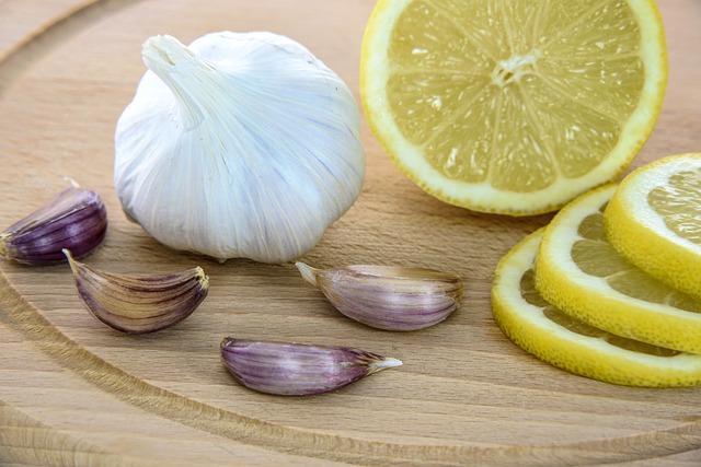 citron, česnek