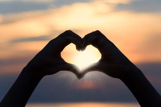 Spojené ruce, srdce