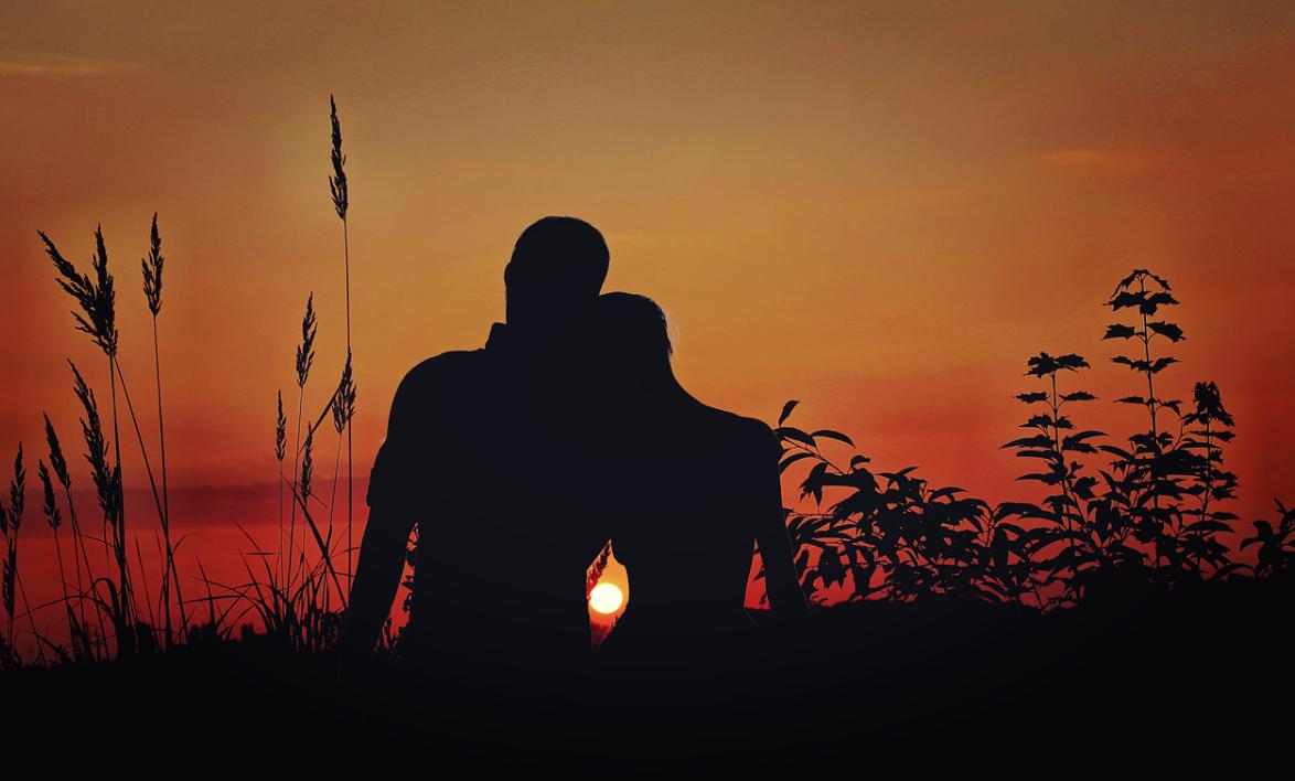milenci a západ slunce